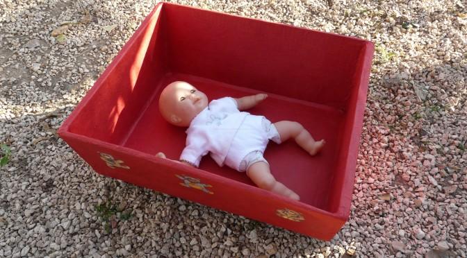 Lit en carton pour poupées