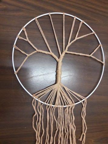 Edwige de C'est de famille vous propose un atelier arbre de vie style piège à rêve. Aussi vous découvrirez ses kits tricots et ses kit tricot poupée Ambre https://www.facebook.com/Cest-de-famille-227584537290813/